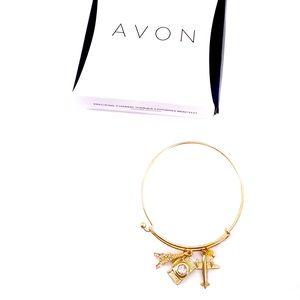 Avon Globetrotter Bracelet Plane Camera Eiffel NIB